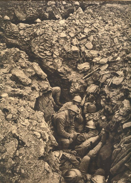 WW1 French Soldiers on hill 304, Verdun, 1915 / I'm interested in learning a lot more about the Battle of Verdun.