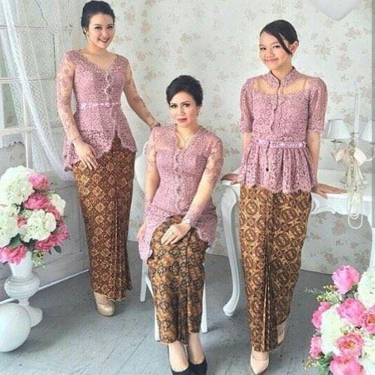 From: http://batik.larisin.com/post/137535906850/kutubaru-kebaya-kebayamodern-kebayawisuda