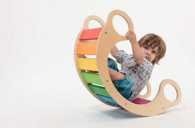 Balancín versátil multicolor,producido en Alemania. Más ideas de uso en http://www.picattore.com/toy/es/juguetes-de-madera/235-balancin-multicolor.html