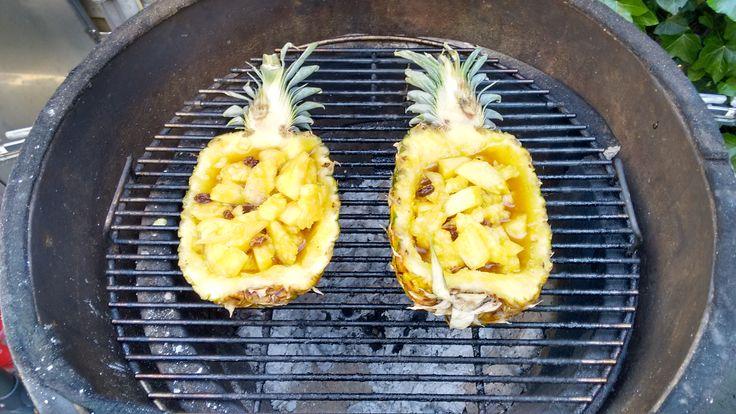 Fruit van de BBQ gecombineerd met drank. Mooie combinatie van ananas liquer 43 en wodka. Een mooie afsluiter.