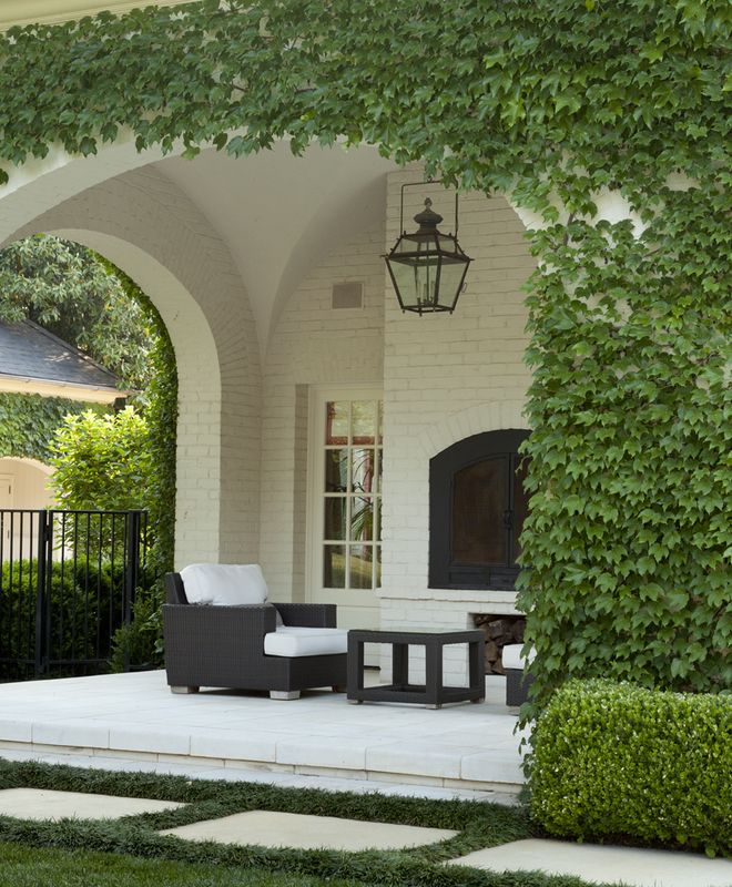 Porch,+Garden,+GroundsHoward+Design+Studio+|+Dering+Hall+Design+Connect In+partnership+with+Elle+Decor,+House+Beautiful+and+Veranda.