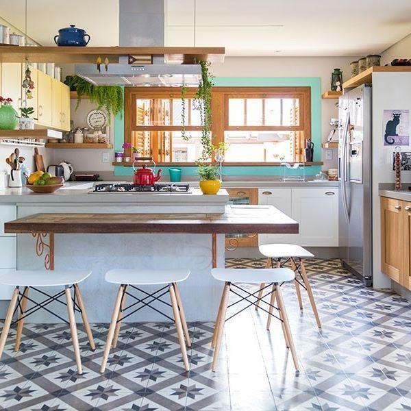 O dia de hoje foi recompensador, no blog eu te conto o motivo. Exatamente por isso quero fazer o post de um ambiente leve, alegre e feliz, exatamente como estou me sentindoÉ a cozinha da Fran Bagnati do blog delicioso @la_de_casa