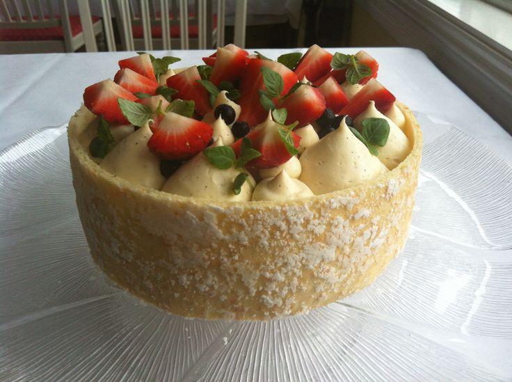 Moussetårta m jordgubbar