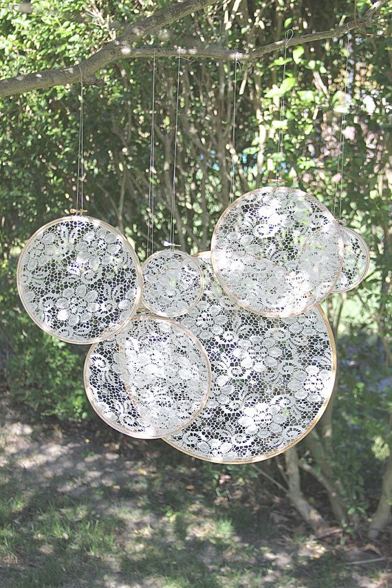 Vintage Chic White Lace Embroidery Hoops par TheEmbroideredBride, $50.00