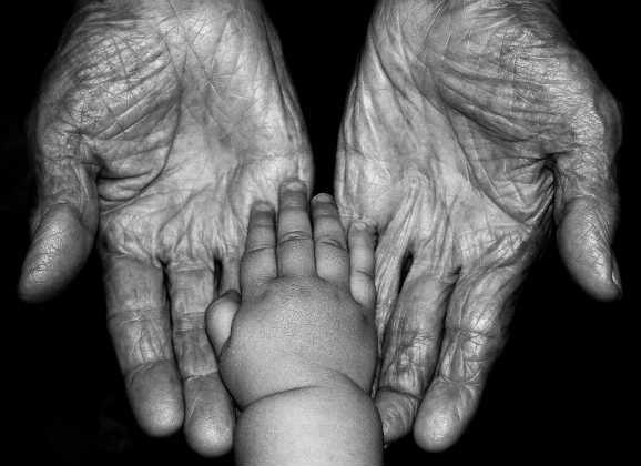 ¿Quienes somos y de dónde venimos?  Eres un elegido del Señor de eso no hay duda, eres su hijo(a) amado, muy importante para Él y no aparta su mirada de ti, porque eres especial. Cometes errores, fallas como ser humano, pero no por eso te deja de amar, porque como buen papá, te ama simplemente porque eres su hijo y eso es algo que nadie te puede quitar y jamás va a cambiar. Quién eres y de dónde vienes, eso no es un secreto para Dios, Él lo sabe TODO.