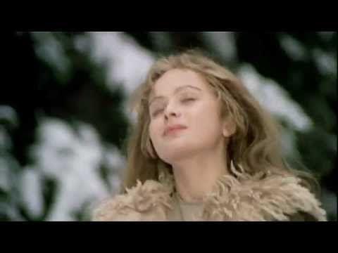 Libuše Šafránková - 1973 - Trois noisettes pour Cendrillon.Tři oříšky pro Popelku (German: Drei Haselnüsse für Aschenbrödel, English: Three Nuts for Cinderella, Three Gifts for Cinderella [UK title] and Three Wishes for Cinderella) is a Czechoslovak/East German fairy-tale film from 1973. L.Safrankova as Popelka ( Cinderella).