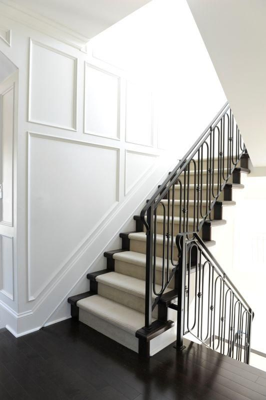 Here are some beautiful stair decorations which you could get inspiration from…