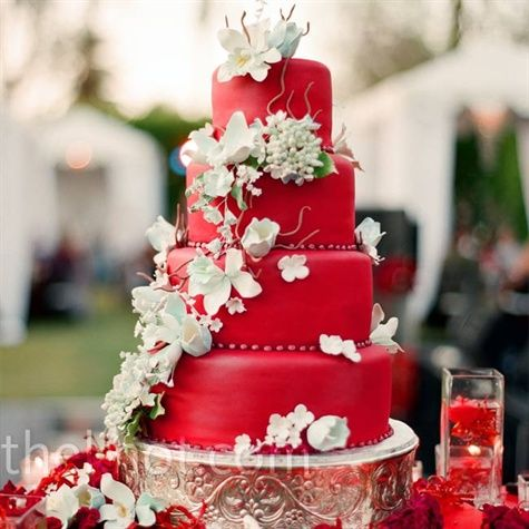 So surprised how much I like this red wedding cake. Clearly red wouldn't work, but maybe another color??? It is just so eye catching.