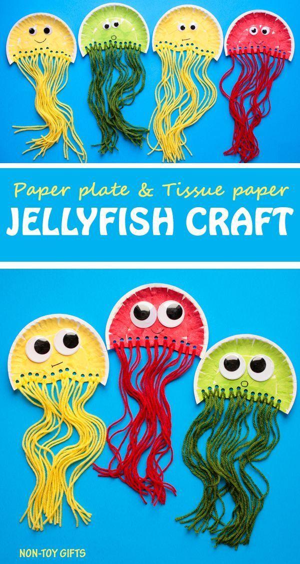 Papptellerquallenhandwerk für Kinder. Es verwendet Gewebepa