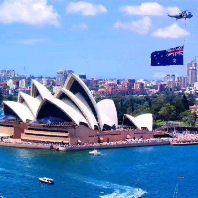 HAPPY AUSTRALIA DAY from the crew at POK! #proudlyaustralian #australiaday #sydney #sydneyharbour #istillcallaustraliahome #happyaustraliaday #trueblue #Qantas #MirandaKerr #PeterAllen 🇦🇺