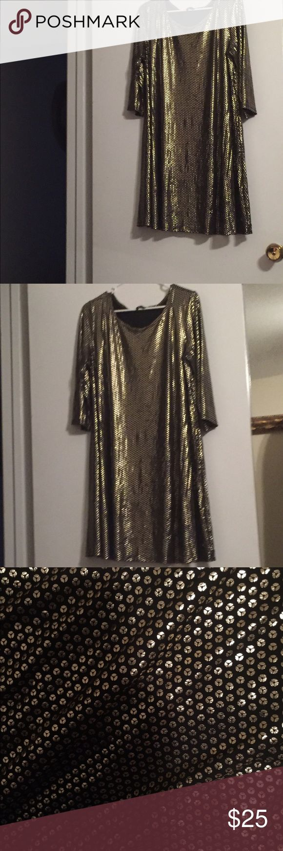 Metallic Gold polka dot dress Gorgeous dress!! Perfect for a special occasion. Only worn once. The dress feels so good. Knee length. ❤😃 Dresses Midi