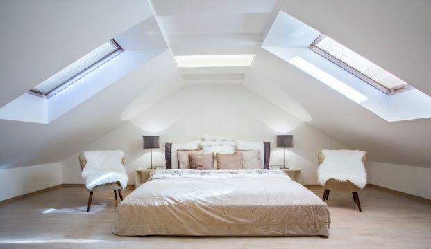Wil jij van de zolder een slaapkamer maken? Grote kans dat je dan het een en ander moet verbouwen. Een zolderkamer heeft over het algemeen namelijk een schuin plafond en dat is qua inrichting niet altijd even handig. Daarnaast is het ook best wel fijn als je rechtop in de slaapkamer kunt staan en als …
