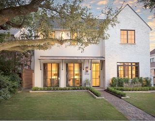A shot from today's curb appeal post, more exterior shots + planter picks on Beckiowens.com.  Image via Côte de Texas.