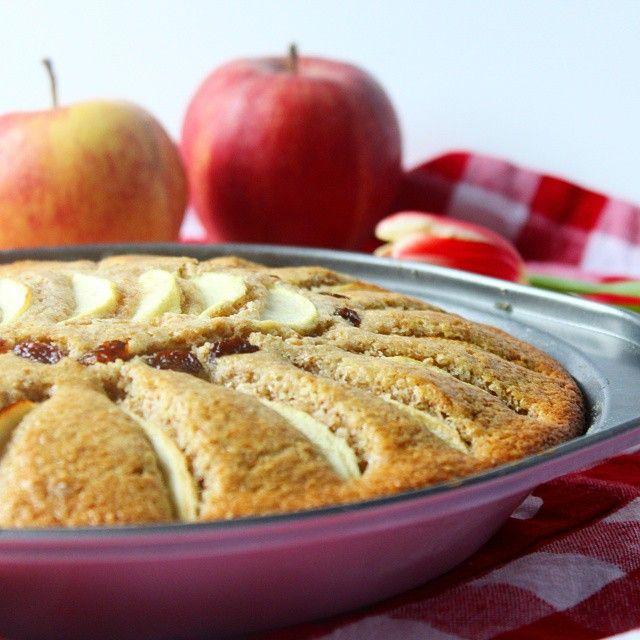 Buongiorno!! Una fetta di TORTA INTEGRALE di mele e zucchero di canna per.colazione?? La ricetta è on line sul blog. http://lericettedimammagy.com/2015/03/24/torta-integrale-di-mele-e-zucchero-di-canna/