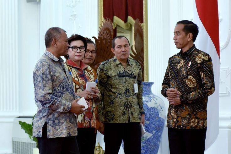 Presiden Jokowi menerima empat Pimpinan KPK,di Istana Merdeka, Jumat (5/5) siang. JAKARTA ,05 May 2017-Presiden Joko Widodo di Istana Merdeka, Jumat siang menerima 4 (empat) pimpinan Komisi Pember…