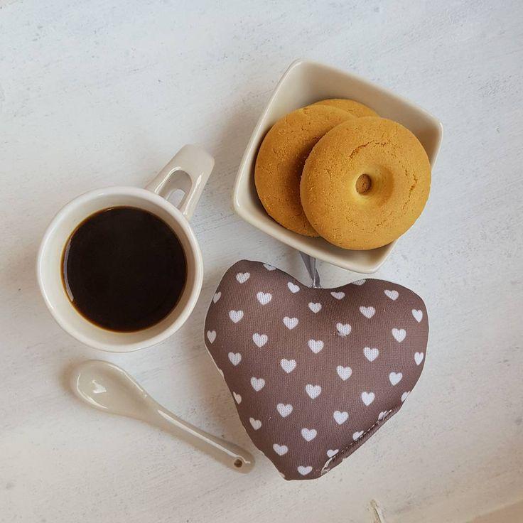 Avete detto weekend lungo lungo lungo??  #coffeetime #coffee_inst #coffeelover #mokalovers #coffeeaddict #womoms_breakfast #photobreakfast #colazioneitaliana #colazionetime #snap_ish #caffè #1_cafe #unatazzadicaffe #IgCoffee #goodmorning #breakfastistheway #ilcolazionista #hearts #lovely #ottobre #creativityinmybreakfast #creativityforbreakfast #ottobre #october #colazione #breakfast #colazioneinclusa #tentarnoncuoce