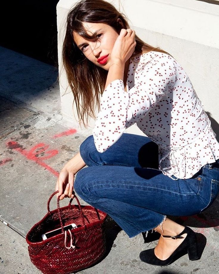 Casual jeans, classic feminine style