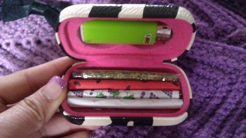 Cute joint case Omg i love that this is actually a contact case xD I'm going to do this!!!