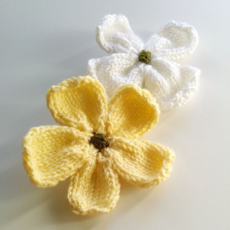 Knitting Patterns Galore - Knitted Dogwood Blossoms
