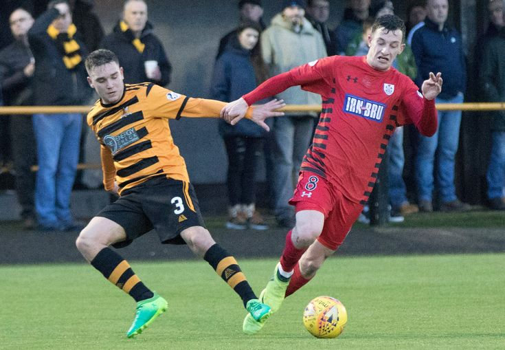 Queen's Park's David Galt in action during the SPFL League One game between Alloa Athletic and Queen's Park.