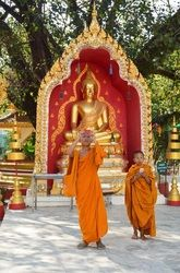 Meditation, stilhed og stof til eftertanke | Wat Phra That Phanom, Thailand | 16. - 25. januar 2015 - Rejs med til Thailand på et retræte der sætter dig i fokus, dér hvor du har brug for transformation i dit liv. Du vil få nogle redskaber til personlig udvikling, der kan gavne dig i din hverdag. Al undervisning foregår i templet That Phanom.