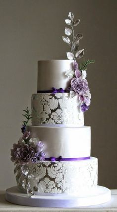 Silver and purple wedding cake | Lilac Wedding Cakes via @weddingthingz