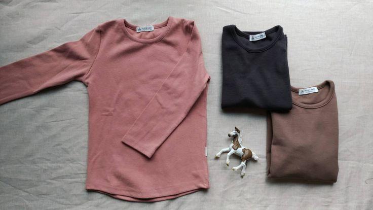 くすみピンクが可愛いストレッチカットソー☺️男の子が着ても可愛い一枚✨  #くすみピンク #長袖 #カットソー #ストレッチ素材 #ピンク #ブラウン #グレー #子供服
