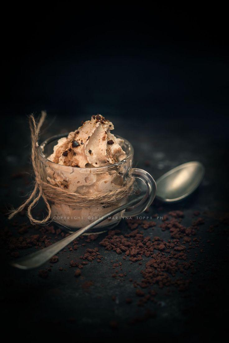 La mousse al caffè fatta con il sifone è leggerissima e spumosissima. Si prepara in 5 minuti e il risultato è davvero sorprendente.
