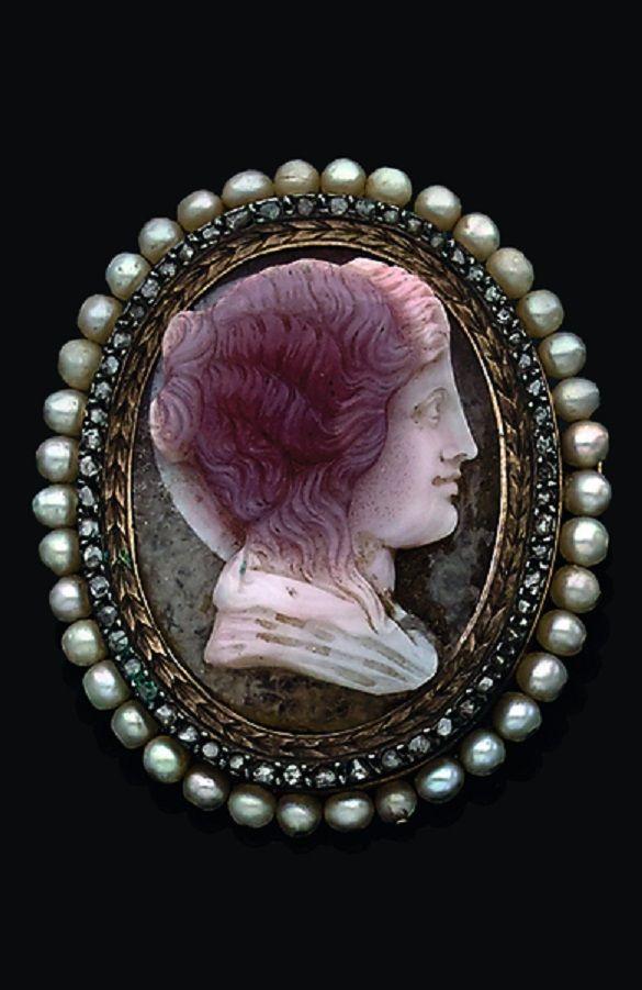pas de taxe de vente rétro 2019 authentique An antique gold, agate cameo, diamond and cultured pearl ...
