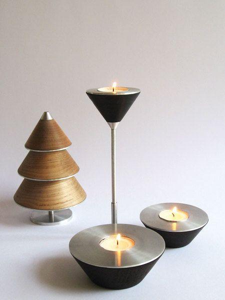 Choinka świecznik WellDone® - rozkłada się na 3 świeczniki, pasujące do różnych okazji. Wykonana z woskowanego drewna bukowego, ekskluzywnie wykończona szczotkowanym aluminium. Dzięki starannie przemyślanym proporcjom i doborowi materiałów świetnie się prezentuje nie tylko podczas świąt. Może nam też towarzyszyć na co dzień jako dekoracja stołu czy wnętrza. Połączenie ciepłego drewna z chłodnym metalem i ogniem świecy wygląda bardzo oryginalnie i tworzy wyjątkowy nastrój.Projekt: Oran…
