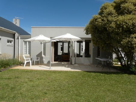 Hermanus Cottage: Sandpiper Cottage - Patio, Braai area, back garden. FIREFLYvillas, Hermanus, 7200 @fireflyvillas ,bookings@fireflyvillas.com,  #Sandpiper #FIREFLYvillas #Hermanus