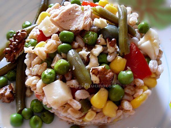 Oggi vi cucino così!: Insalata estiva di Farro con Noci e Verdure