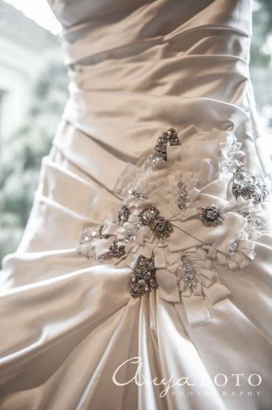 anyafoto.com wedding dresses, bridal dresses, bridal gown, ballroom wedding gown, balloom wedding dress, sweetheart neckline wedding dress, sweetheart neckline wedding gown, full skirt wedding dress, full skirt wedding gown, floral jewelry waist detail