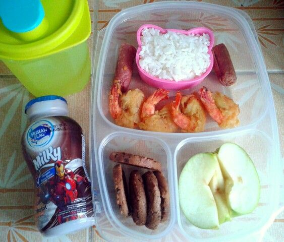 Attar's lunch box (17SEP15) : rice with crispy fried shrimps and sausage, choco chips cookies, apple, choco milk and mineral water.  So Happy It's Thursday!