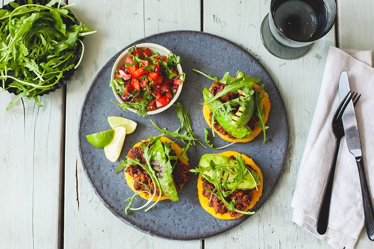 Arepas with avocado, spicy beans and cocoa recipe