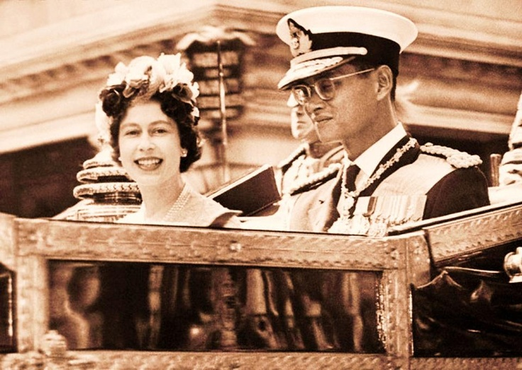 HrM Queen Elizabeth II. of Britain with HM King Bhumibol ...