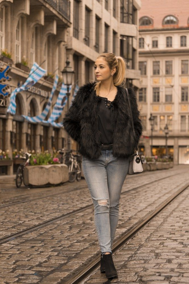 Munich Streetstyle #munich #fauxfur #usedjeans #allblack