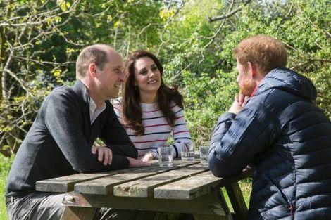 Prins William en prins Harry zullen zaterdag met een besloten dienst de geboortedag van hun moeder prinses Diana herdenken.