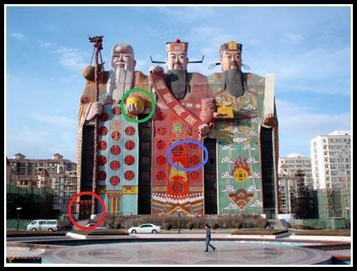 """Worlds Biggest Image Building – #Китай (#CN) Зачем заморачиваться, переставляя мебель и раскладывая везде """"заряженные позитивом"""" вещицы, когда можно сразу построить по фэн-шую целое здание?! Видимо, из таких соображений исходили владельцы Tianzi Hotel в Китае, попавшего в Книгу рекордов Гиннесса как самое большое в мире здание-статуя!  #достопримечательности #путешествия #туризм http://ru.esosedi.org/CN/places/1000046369/worlds_biggest_image_building/"""