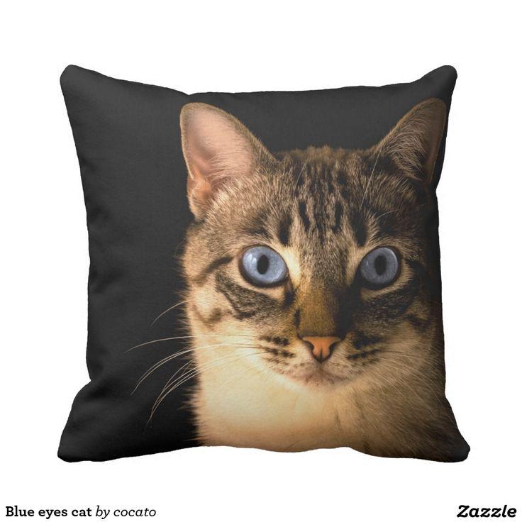 Blue eyes cat throw pillow