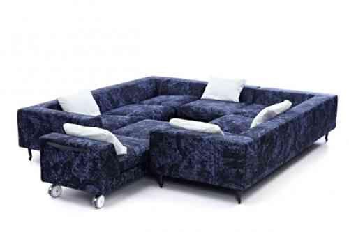 canapé modulable contemporain en bleu avec coussins blancs