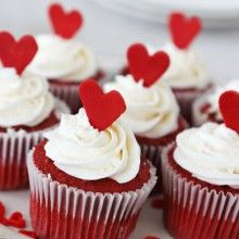 Want to make healthy cupcakes this Valentine's Day? These amazing Paleo red velvet cupcakes will do the trick...