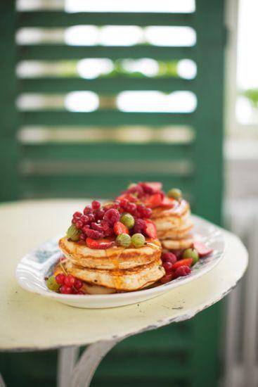 Ricottaost är en italiensk färskost som tjänar på att konsumeras så färsk som möjligt. Den har en smågrynig och len konsistens med frisk och mild smak som passar perfekt i de här grymt goda pannkakorna!