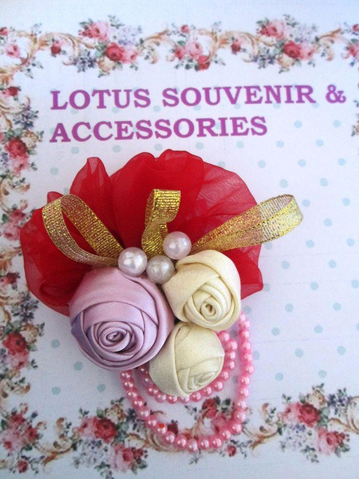 handmade-fabric-ribbon-brooch