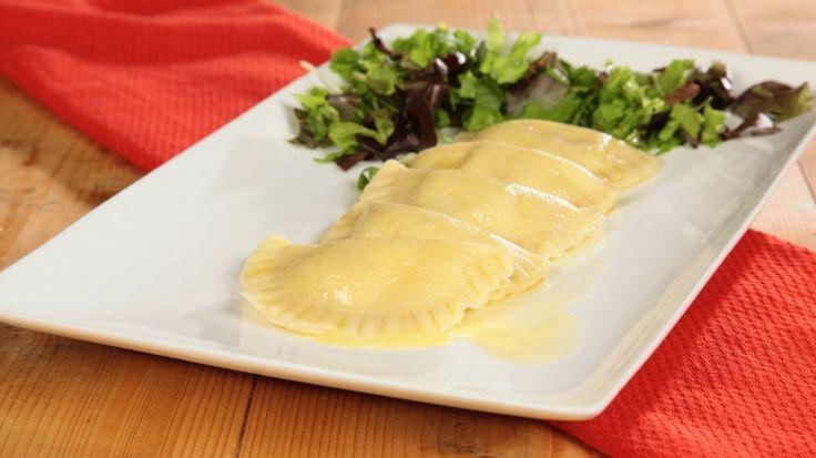 Ricetta Kärntner Käsnudeln - Ravioli di patate austriaci: I Kärntner Käsnudeln possiamo definirli dei tortelli molto ricchi e, grazie al ripieno di ricotta aromatizzato da erbette fresche, anche molto profumati. L'Austria, si sa, ha una cucina raffinata all'apparenza povera, ma che nasconde dei sapori eccezionali!