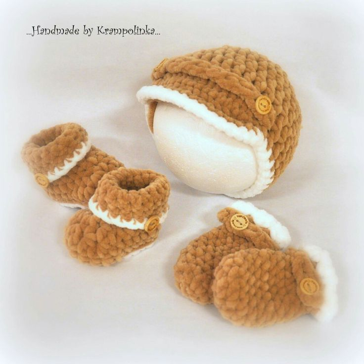 Crochet newhorm set hat woth brim mittens and roll up booties