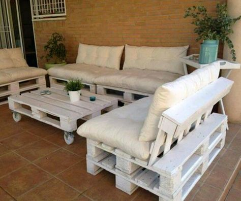 best 25 pallet couch outdoor ideas on pinterest pallet couch diy pallet furniture and palet. Black Bedroom Furniture Sets. Home Design Ideas