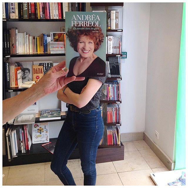 #deslibrairesàvotreservice avec Andréa Ferréol, La Passion dans les yeux, souvenirs, éd. L'Archipel #bookface #sleeveface #andreaferreol #livre #book #buch #libro #livro #bok #книга #本 #책 #kitap #librairie #کتاب #bookshop  #librairiemollat #mollat #bordeaux #igersgironde #الكتاب