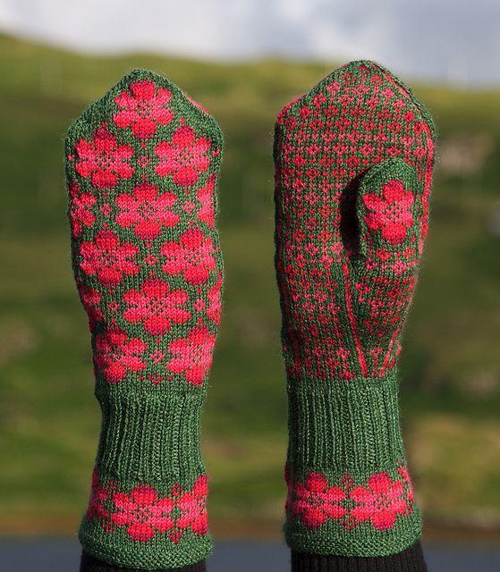 Ravelry: Britta mitten pattern by Johanne Landin.