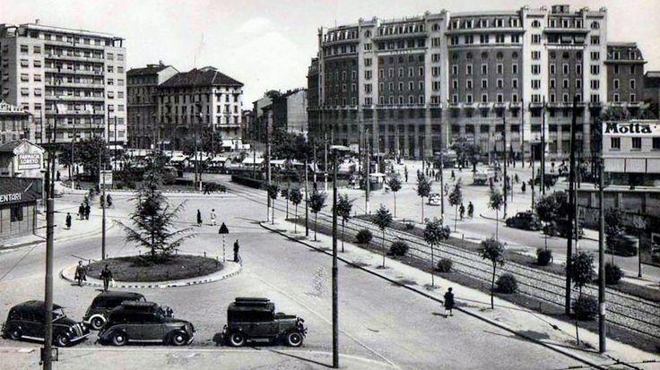 Incredibile, un piazzale Loreto ordinato e bello. Siamo nell'immediato dopoguerra.